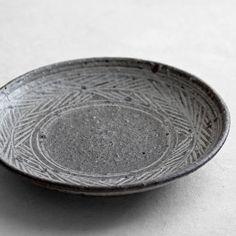 Toru Hatta | Black Mishima Plate M - Analogue Life
