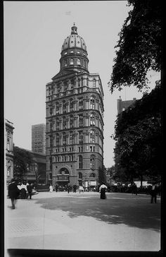 Pulitzer Building, also known as The World Building, ca. 1905, on Park Row, NY.  Built 1890, demolished 1955.