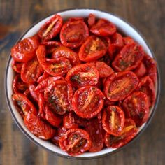 Semi dried tomatoes made in the oven. Ready in 2 hours. Perfect for pizza pasta and salads. (in German) Vegetable Recipes, Vegetarian Recipes, Cooking Recipes, Healthy Recipes, Spinach Recipes, Veggie Food, Cooking Tips, Healthy Snacks, Oven Dried Tomatoes