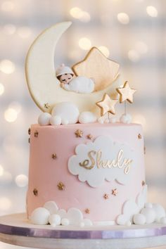 The cutest Twinkle Twinkle Little Star Baby Shower Ideas for a Moon and Stars Baby Shower. Get inspired with this Twinkle Twinkle Baby Shower decor, cakes and ideas. Tortas Baby Shower Niña, Décoration Baby Shower, Gateau Baby Shower, Baby Girl Shower Themes, Girl Baby Shower Decorations, Baby Shower Gender Reveal, Girl Baby Shower Cakes, Baby Girl Cakes, Baby Birthday Cakes