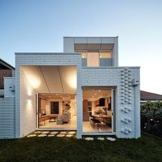 Architecture firm Atelier Red + Black, together with builder Kleev Homes, have recently completed a modern white brick extension for a house in Northcote, a suburb of Melbourne, Australia. Brick Extension, Concrete Pathway, Urban Heat Island, Brick Architecture, Australian Architecture, Islamic Architecture, Residential Architecture, Patio Grande, Brick Detail