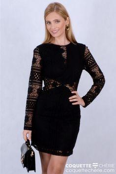 Todas precisamos de um vestido curto de renda preto! Romântico, ou mais moderno, como este modelo com transparências na cintura e decote nas costas. Quando estiver na duvida do que usar: pretinho básico! -- Festa -- Formatura -- LoveDate