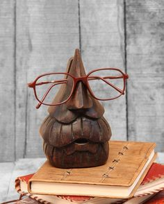 f72dd2c68f8 Amazon.com  Handmade Wooden Old Man Eyeglass Spectacle Holder Nose Shaped  Beard Stand for Office Desk Home Décor Gifts  Home   Kitchen