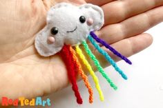 DIY Felt Cloud Brooch - Sewing with Kids - Red Ted Art Fair Projects, Sewing Projects For Kids, Crafts For Kids, Arts And Crafts, Felt Diy, Felt Crafts, Rainbow Art, Rainbow Cloud, Felt Sheets