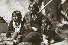 Little Crow's wife and children at Fort Snelling, 2012 marks 150 years since the U.-Dakota War of a tragic time in Minnesota's history. The war, its causes and its aftermath had a profound impact in shaping Minnesota as we know it today. Native American Children, Native American Beauty, Native American Photos, American Spirit, American Indian Art, Native American History, Native American Indians, Crow Indians, Trail Of Tears