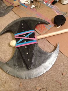 Cardboard Props (Astrid's Axe)~ Tutorial Tuesday! How to make Astrid's axe and other props out of cardboard. Astrid Cosplay, Astrid Costume, Viking Party, Medieval Party, Medieval Banquet, Cosplay Tutorial, Cosplay Diy, Adornos Halloween, Halloween Diy