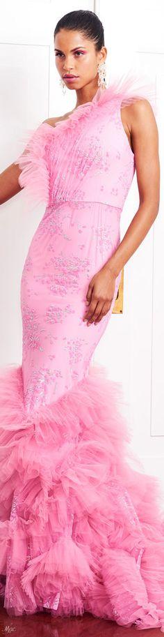 Resort 2019 Christian Siriano Pink Fashion, Fashion Dresses, Fashion Spring, Women's Fashion, Elegant Dresses, Formal Dresses, Formal Wear, Haute Couture Gowns, Christian Siriano
