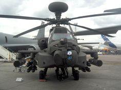 Apache AH-64D con radomo Longbow en la Exhibición Aeroespacial Internacional (ILA) de 2006.