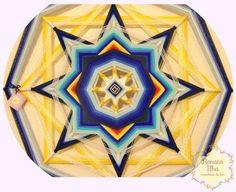 Mandala de 8 pontas, 75cm. Feita com fios acrílicos e base de varetas 0,8cm, de madeira reflorestada.  A mandala de 8 pontas exerce uma energia calma e poderosa. É a vibração da realização dos sonhos e desejos no campo matéria. A mandala de 8 pontas representa a capacidade de enxergar além do que está exposto, perceber nossos esforços e merecimentos, a colheita justa. É a mandala que simboliza a harmonia e o equilíbrio entre nosso interior e o mundo exterior.   As cores desta mandala…