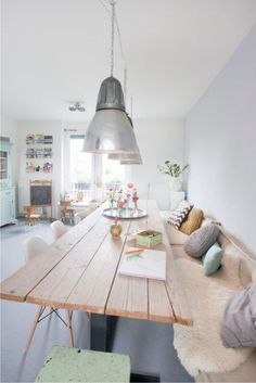 50 Bright living room furniture ideas- 50 Helle Wohnzimmereinrichtung Ideen modern living room design stylish tips wood dining table - Table With Bench Seat, Kitchen Table Bench, Kitchen Sofa, Wall Bench, Corner Bench, Kitchen Seating, Cozy Corner, Dining Room Design, Dining Area