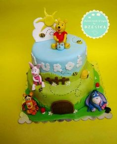 winnie the pooh cake  Cake by Dzesikacakescupcakes