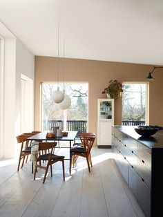 'Minimal Interior Design Inspiration' is a weekly showcase of some of the most perfectly minimal interior design examples that we've found around the web - all Interior Design Examples, Interior Design Inspiration, Cocina Office, Jotun Lady, Minimalist Dining Room, Cute Dorm Rooms, Home And Deco, Home Staging, Home And Living