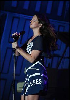 Lana Del Rey performing in #GovernorsBall #LDR