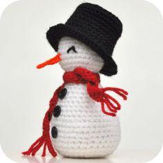 Haakpatroon sneeuwpopje   Gehaakt met haaknaald nr. 3. Sneeuwpopje is 12 à 13cm en 15cm met hoed.  Je haakt de toeren achter elkaar door,...