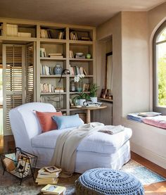 Luv this comfy reading corner! If only I had the space for it in our place.