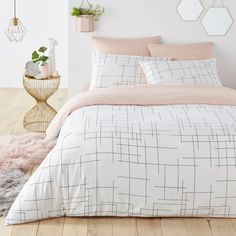 Judith's room Charline graphic print reversible cotton duvet cover , white/pink/black, La Redoute In White Bed Covers, Cute Duvet Covers, Double Bed Covers, 100 Cotton Duvet Covers, Duvet Cover Sets, Room Ideas Bedroom, Girls Bedroom, Bedroom Decor, Bedroom Prints