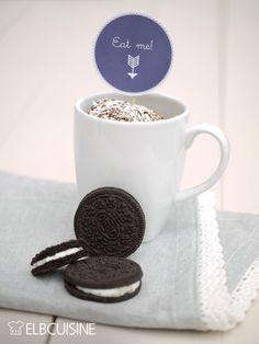 Das Oreo-Tassenglück: eine liebevolle Geschenkidee zum Beispiel für die Einladung zum Kaffee bei der Freundin. Die Zutaten sind ganz schnell in ein hübsches Glas gefüllt. Diese kleine Backmischung im Glas mit Oreo-Keksen kommt bestimmt überall gut  ...