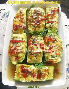Zucchini stuffed with cream cheese, sour cream, roasted peppers and mozzarella Vegetarian Recipes, Cooking Recipes, Healthy Recipes, Main Dishes, Side Dishes, Zucchini, Roasted Peppers, Veggie Dishes, Appetizers