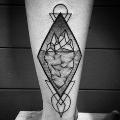 Este iceberg geométrico. | 26 lindas tatuagens para inspirar todos os amantes da natureza