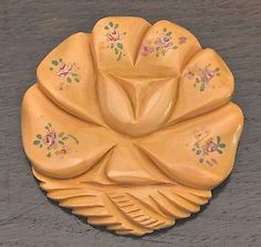 Martha-Sleeper-Hand-Painted-This-Bakelite-Pin-Brooch-Exquisite-Details-EC