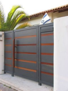 Fence Mailbox Ideas and Modern Fence Technologies Canada. House Main Gates Design, Front Gate Design, Steel Gate Design, Door Gate Design, Fence Design, Front Gates, Entrance Gates, Boundry Wall, Brick Pathway