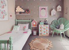 #inspiraçaoQC  Eu quero esse quarto! Como faz?  Ps: e se alguém souber onde vende aquela cadeira POR FAVOR me dizzz!