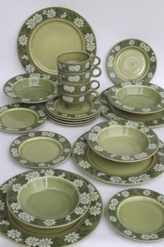retro daisies 60s vintage dinnerware set for 4 flor del sol Granada ironstone & Vintage Sears Ranchero pattern dinnerware set for two with cattle ...