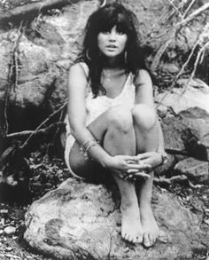Linda Ronstadt - Ooh Baby Baby. http://www.youtube.com/watch?v=kmu-UUl_dLE