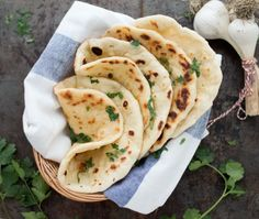Make naan bread with garlic and yogurt - The recipe for delicious, airy naan bread with a soft crispy crust. A step-by-step recipe with expl - Indian Food Recipes, Vegetarian Recipes, Cooking Recipes, Healthy Recipes, Food Porn, Happy Foods, Evening Meals, Healthy Baking, Diy Food
