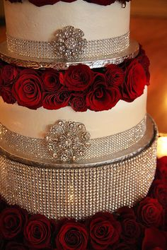 Red roses and diamond pins on a wedding cake... LOVE!