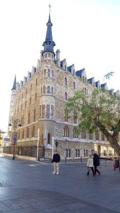 Palacio de los Guzmanes. León. Estilo modernista Gaudí.
