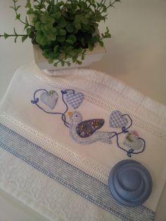 Toalha de Lavabo em Patch Aplique. <br>Imagem Ilustrativa, objetos decorativos não inclusos.