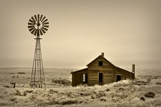 little house on the prairie author lundh rick Country Barns, Old Barns, Country Life, Abandoned Houses, Abandoned Places, Farm Windmill, Cabana, Old Windmills, Rodeo