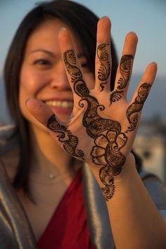 Wedding henna - simple, not too shocking.