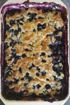 Best Blueberry Cobbler Recipe is a juicy lemon-blueberry dessert. The recipe comes together in 10 minutes. Serve with vanilla ice cream or whipped cream! Blueberry Cobbler Recipes, Blueberry Desserts, Blueberry Cake, Blueberry Cobler, Blackberry Cobbler, Blueberry Scones, Summer Desserts, Easy Desserts, Dessert Recipes