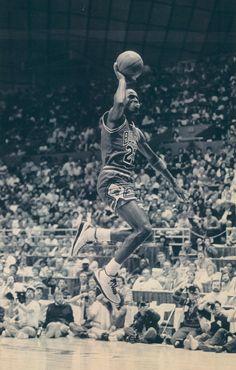 Air Jordan taking off Mike Jordan, Michael Jordan Basketball, Dear Basketball, Basketball Legends, Sports Basketball, Basketball Players, Motocross, Michael Jordan Pictures, Jeffrey Jordan