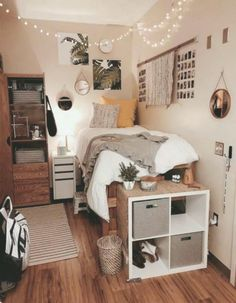 20 Elegant College Dorm Room Design Ideas That Suitable For You Cozy Dorm Room, Cute Dorm Rooms, Preppy Dorm Room, Dorm Room Closet, College Bedroom Decor, Room Ideas Bedroom, Girl Dorm Decor, Dorm Room Decorations, College Bedrooms