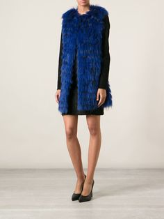 #numerootto #furvest #raccooncfurvest #furgillet #blue #bluevest #bluefurvest #furs #winter #womensfashion www.jofre.eu