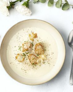 An elegant and festive soup with Jerusalem artichoke. Ready with fried scallop … - Suppe Soup Recipes, Cooking Recipes, Healthy Recipes, I Want Food, Happy Foods, Food Photo, My Favorite Food, Food Inspiration, Food To Make