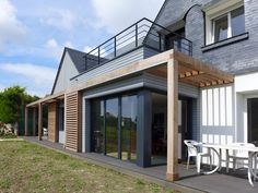 Extension ossature bois Riguidel Architectes Pergola, Wood Houses, House Extensions, House In The Woods, Habitats, Facade, Sweet Home, Construction, Interiors