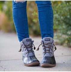 Sperry duck boats outfit winter leggings jeans 36 ideas for 2019 Winter Leggings, Casual Winter Outfits, Outfit Winter, Winter Snow Boots, Winter Shoes, Summer Shoes, Fall Boots, Cute Shoes, Outfits