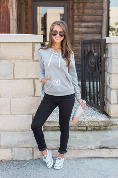 Spring Work Outfits, Casual Fall Outfits, Stylish Outfits, Girly Outfits, Outfit Summer, Dress Casual, Leggings Outfit Fall, Outfit Jeans, Tennis Shoes Outfit
