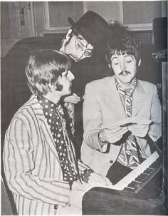Ringo, Paul McCartney & John Lennon during the Sgt Pepper sessions Great Bands, Cool Bands, Plastic Ono Band, John Lennon And Yoko, Sgt Pepper, The Fab Four, Lonely Heart, The Eighth Day, Yellow Submarine
