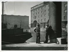 Stevedores . Liverpool Albert dock 1945 .