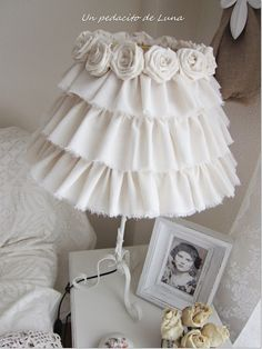A little piece of Luna: My Shabby Chic lamp! - A little piece of Luna: My Shabby Chic lamp! Cocina Shabby Chic, Estilo Shabby Chic, Shabby Chic Kitchen, Shabby Chic Style, Shabby Chic Bedrooms, Shabby Chic Furniture, Furniture 123, Romantic Bedrooms, Pink Bedrooms
