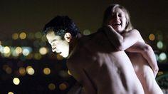 Pin for Later: 12 Acteurs Qui Ont Tout Montré à L'écran Chris Messina dans 28 Hotel Rooms