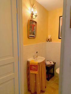 Powder room/toilette on the ground floor