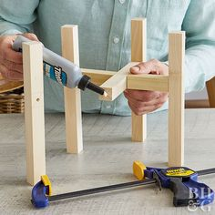 to Make a Midcentury-Style Wood Plant Stand This easy project adds function and style to indoor plant decor.This easy project adds function and style to indoor plant decor. Diy Wood Projects, Easy Projects, Home Projects, Woodworking Projects, Fine Woodworking, Woodworking Classes, Woodworking Bench, Beginner Wood Projects, Diy Workbench