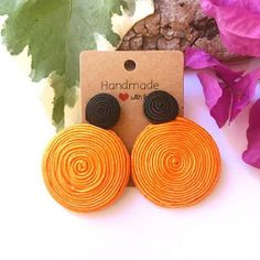 Diy Fabric Jewellery, Paper Quilling Jewelry, Fancy Jewellery, Fabric Earrings, Macrame Earrings, Soutache Earrings, Textile Jewelry, Diy Earrings, Handmade Jewelry Box