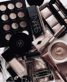 10 Best High End Makeup Brands Worth Your Money Dark Makeup, Glam Makeup, Skin Makeup, Makeup Inspo, Makeup Cosmetics, Makeup Tips, Beauty Makeup, Huda Beauty, Glowy Skin
